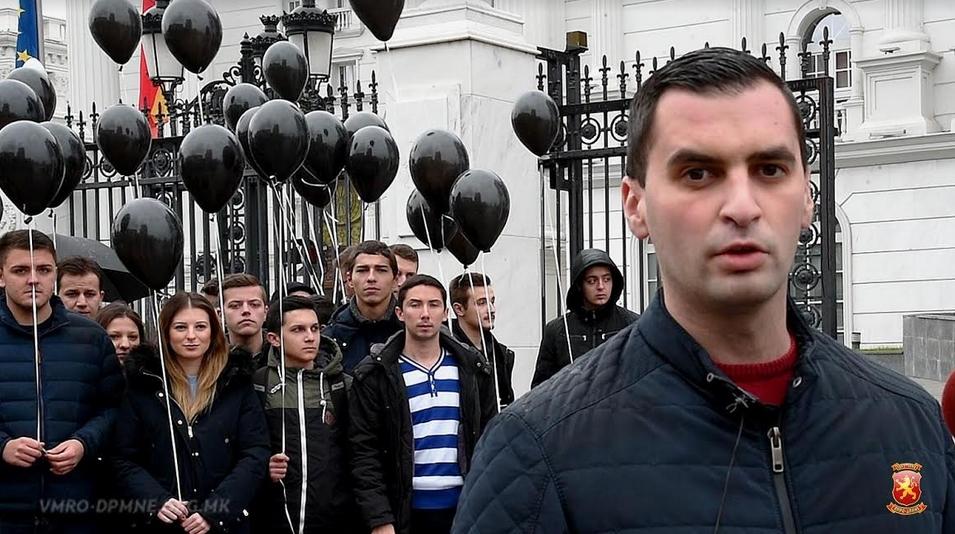 Младите од ВМРО-ДПМНЕ на симболичен начин го искажаа револтот од црното владеење на Владата (ФОТО+ВИДЕО)