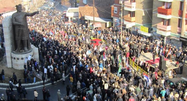 Протест на косовските Срби, километарска колона на излезот од северна Митровица