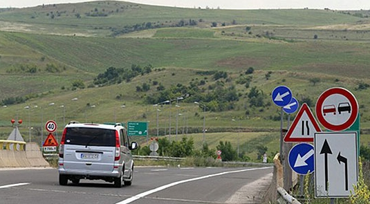 Поради минирање во прекин сообраќајот на патот Штип- Радовиш