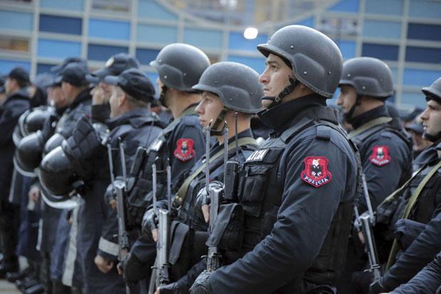Албанската полиција со посебни мерки за утрешниот погреб на Коцифас