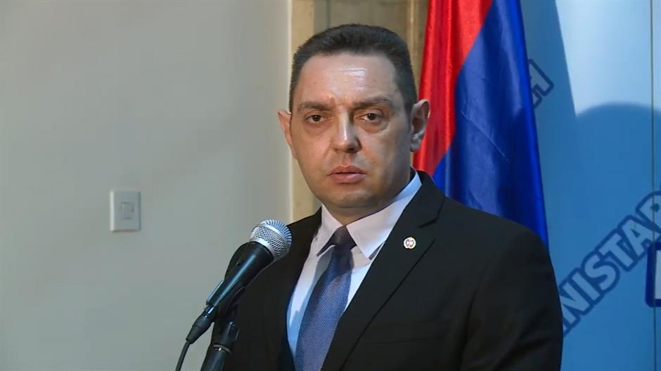 Министри и пратеници од власта во Србија ќе штрајкуваат со глад додека не престанат протестите на опозицијата