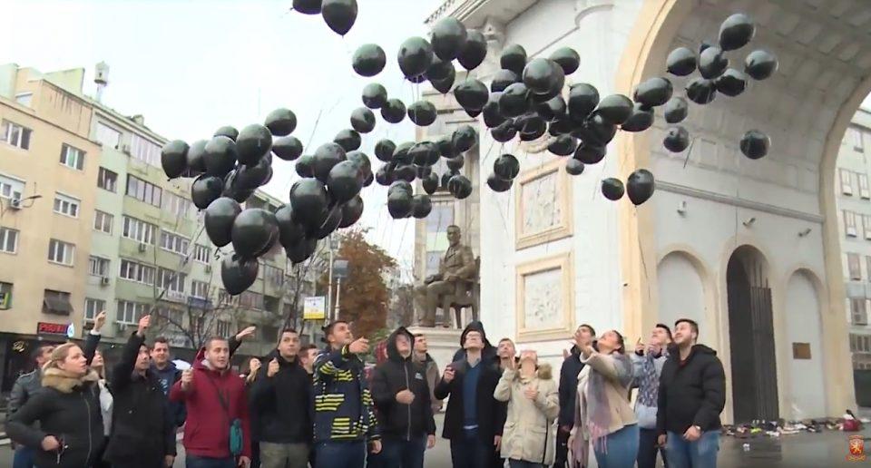 """""""Животот нема цена, ниту пак има реприза"""": Младите од ВМРО-ДПМНЕ пуштија 111 црни балони за 111-те згаснати животи во сообраќајки"""