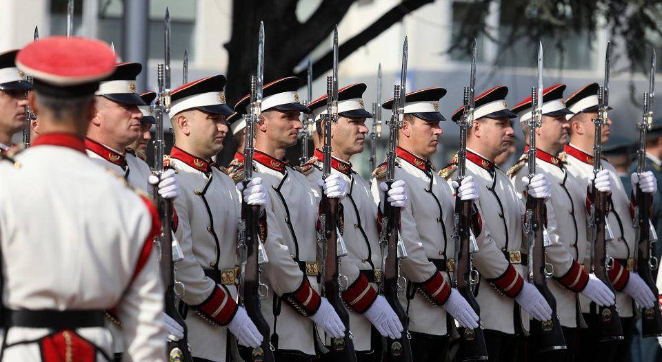 Со промоција на првата македонска офицерскасабјаза почести се одбележува Денот на Баталјонот за почести