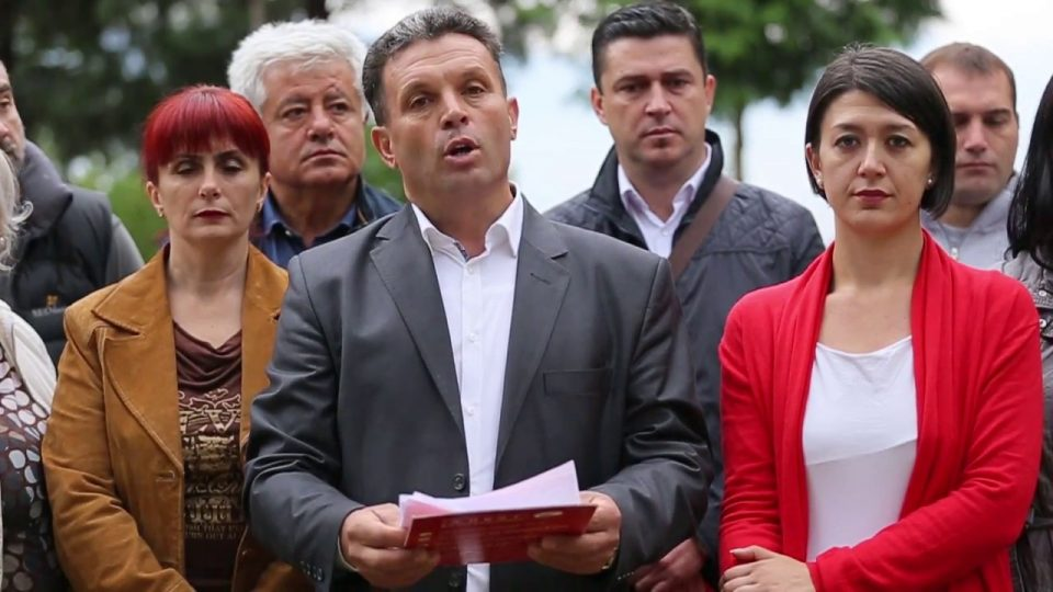 """Градоначалникот на Гази Баба кон активистка на О2: """"Затворете ја веќе устата""""!"""