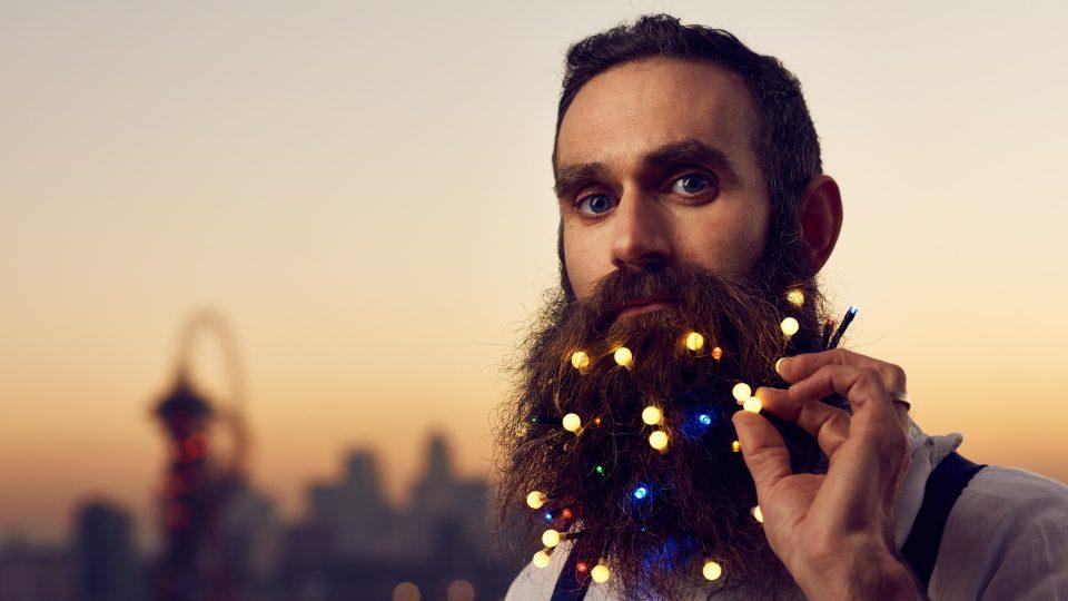 Елката доби конкуренција: Пристигнаа новогодишни светилки за бради (ФОТО)