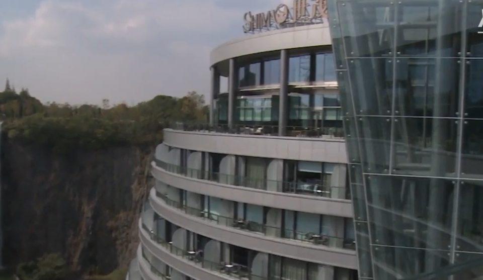 Овој луксузен хотел е чудо: Сместен е во рударска јама, 16 ката под земјата, а од цената ќе ве заболи глава (ВИДЕО)