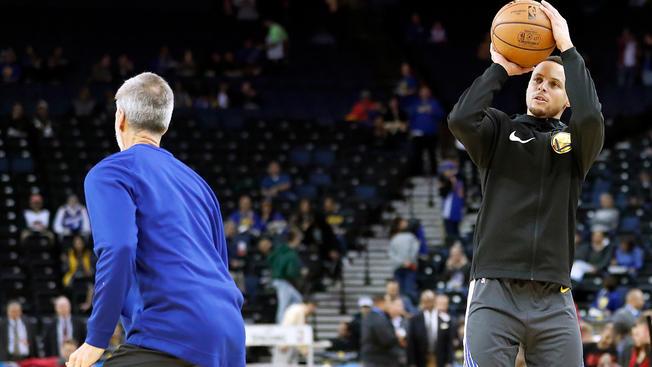 Стеф Кари се враќа во игра за мечот со Детроит