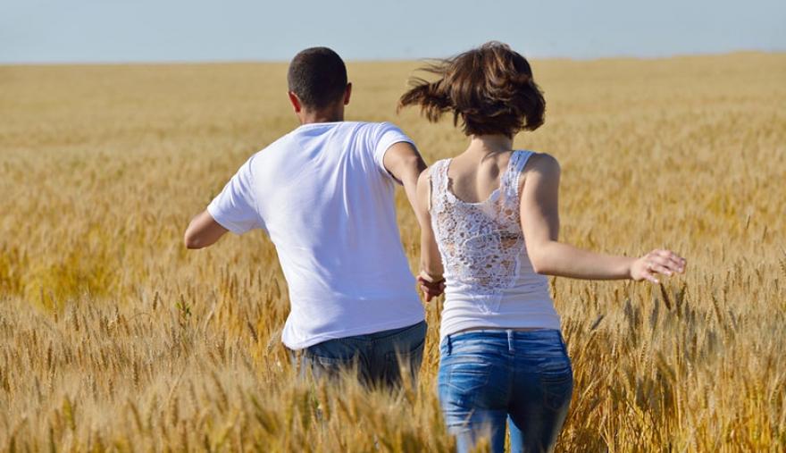 Еден ден ќе ја увидиш тенката црта меѓу држење за рака и врзување за душа…