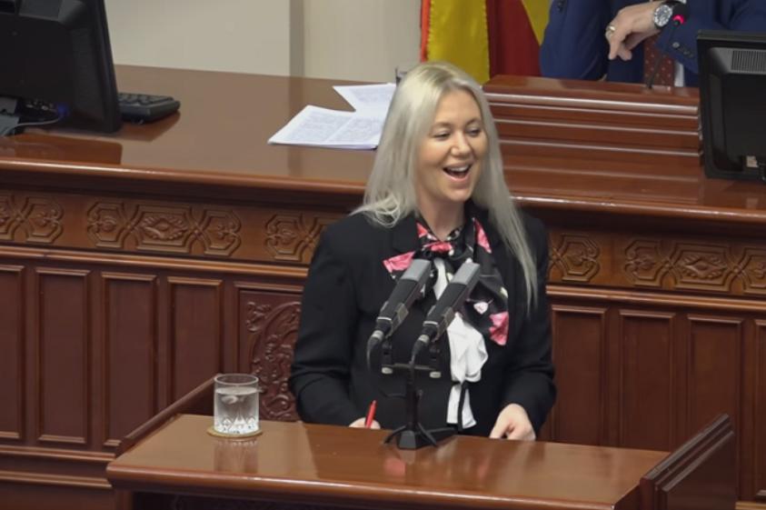 ВИДЕО: Заменик-министерката за финансии се избламира – ги помеша законите