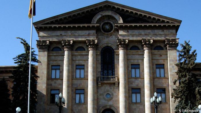 Распуштен ерменскиот Парламент, ќе има предвремени избори