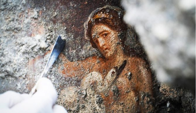 ФОТО: Еротски приказ на спартанска кралица на слика во Помпеја