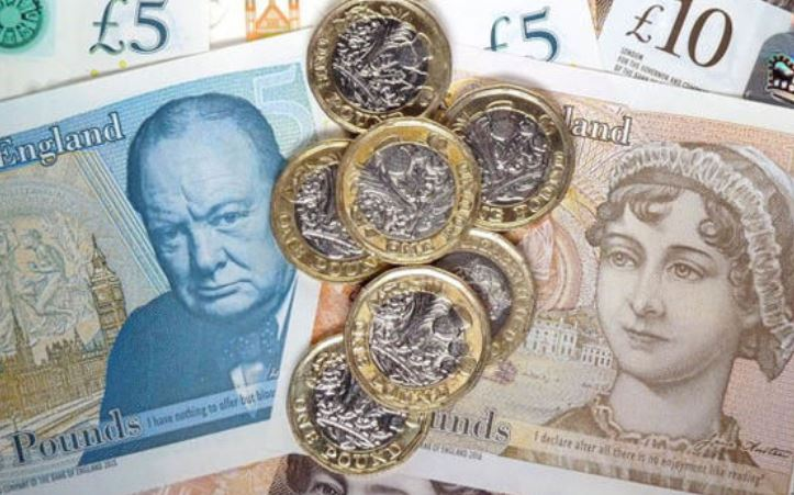 Пад на вредноста на фунтата и акциите на берзата по оставките во Британија