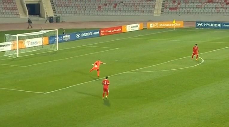ВИДЕО: Вакво нешто ретко се гледа – голман од 90 метри даде феноменален гол