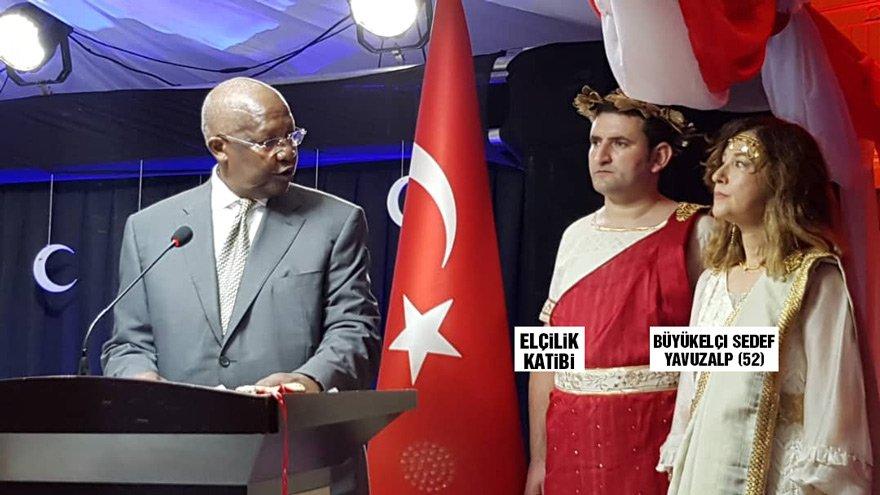 ФОТО: Турска амбасадорка отповикана оти се облекла како Елена Тројанска