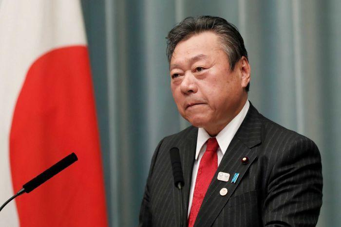 Јапонскиот министер за кибер-безбедност никогаш не користел компјутер