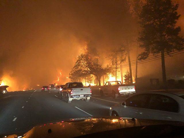 ФОТО: Нов шумски пожар беснее во Калифорнија, наредена евакуација