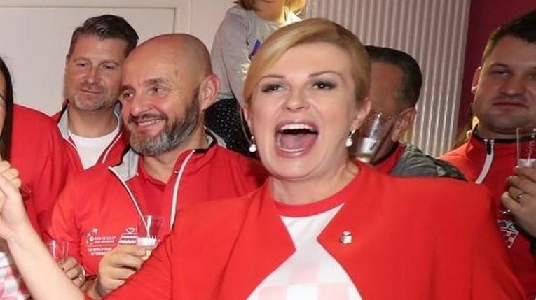 Ќе беше чудо ако не се појавеше во соблекувалната: Колинда со алкохол го прослави освојувањето на Дејвис купот (ФОТО)