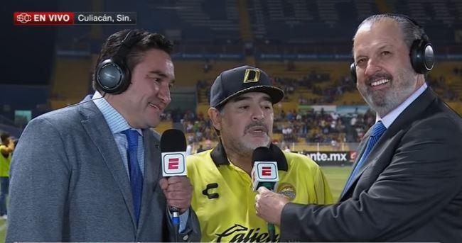 Репортерите се смееја до солзи: Марадона едвај стоеше на нозе додека даваше интервју (ВИДЕО)