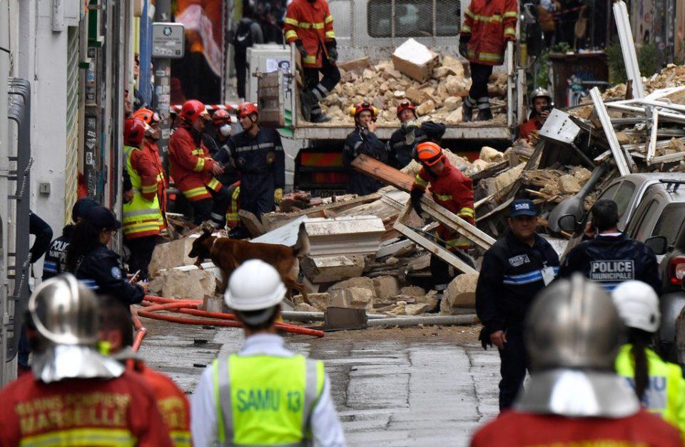 Досега шест жртви во урнатите згради во Марсеј, спасувачката акција продолжува