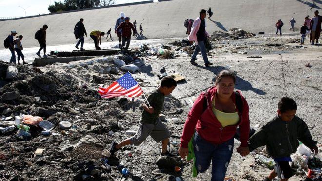 Мексико ќе ги депортира мигрантите кои насилно се обиделе да влезат во САД