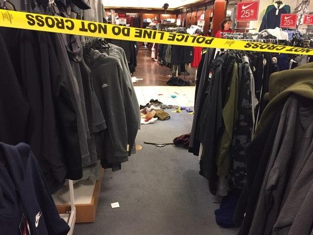 """Пукотници и напад со нож на """"блек фрајдеј"""" во трговски центри, има повредени"""