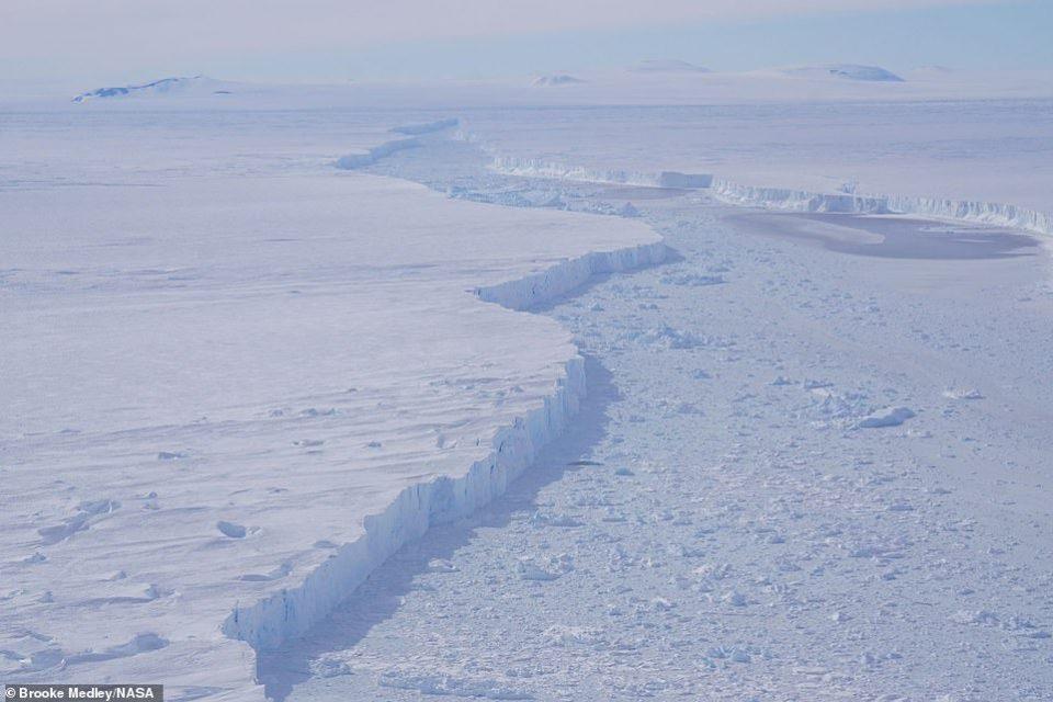 НАСА објави снимки од нов огромен глечер на Антарктикот