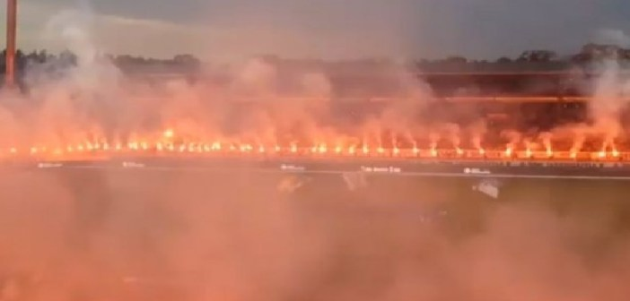 """Спектакл: Навивачите на Карлсруе го """"запалија"""" стадионот (ВИДЕО)"""