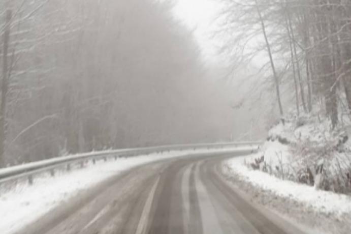Важна вест: На патиштата остатоци од снег, да се вози внимателно