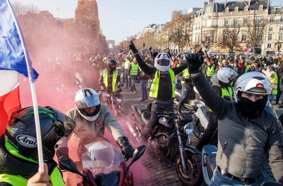 Една жена загина, а 227 се повредени на протестите во Париз