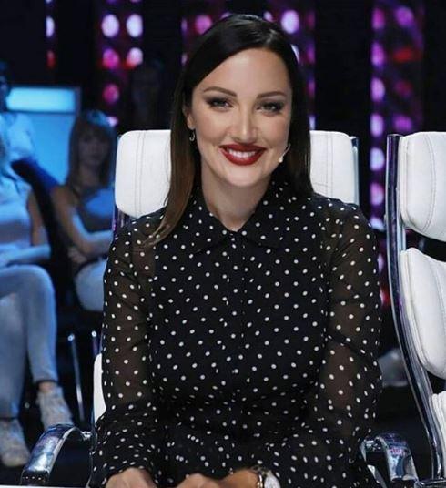 """Бремената Пријовиќ се појави на сцената- фановите изненадени од нејзиното трудничко стомаче кое """"никаде"""" го нема (ФОТО)"""