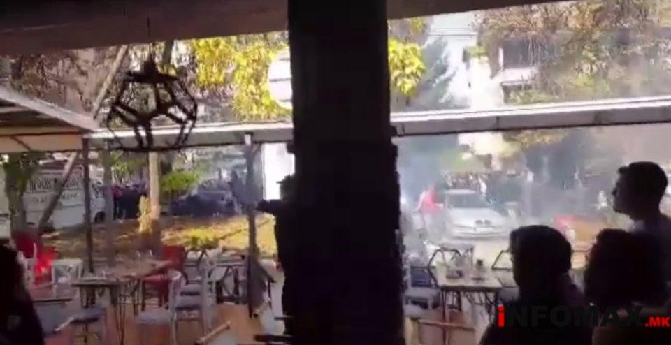"""ВИДЕО: Навивачката група """"Балисти"""" со шишиња и камења фрлаа кон кафуле полно со гости"""