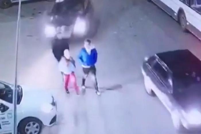 Ги помеша гасот и кочницата и покоси тројца тинејџери: Минувачите беа згрозени од нејзиниот коментар кога излезе од автомобилот