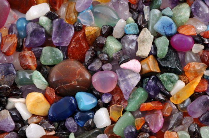 Кој е вашиот скапоцен камен според месецот на раѓање?