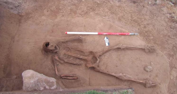 Необичен скелет од хуманоид пронајден кај Ла Манш
