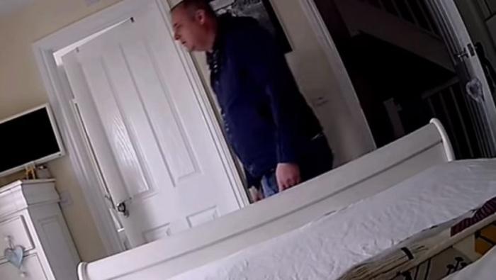 Му го дале клучот на соседот за да им ја чува куќата, останале згрозени кога ја прегледале снимката од спалната соба (ВИДЕО)