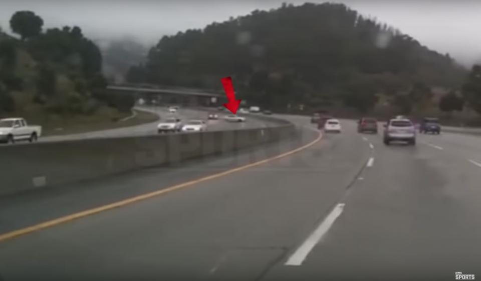 Се појави хорор снимката од автопатот: Стеф Кари за влакно избегна сигурна смрт со неговото луксузно Порше (ВИДЕО)