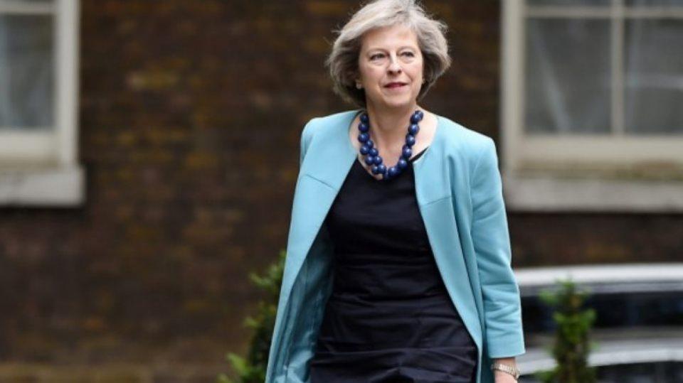 Конзервативците собрале доволно потписи за недоверба на Меј, таа тврди дека ќе преброди