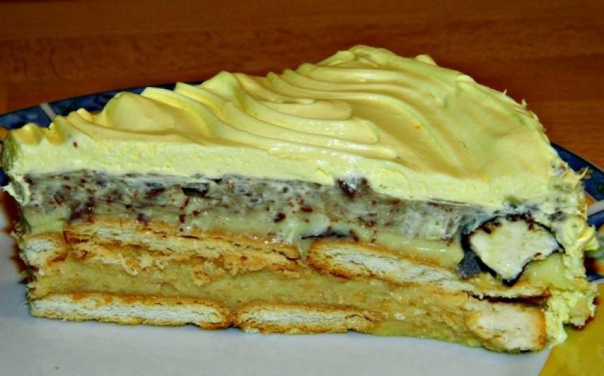 Без јајца и брашно: Торта со бисквити и газиран сок