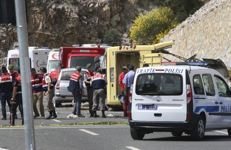 Несреќа во Турција: Затрупани 5 работници при градба на надвозник