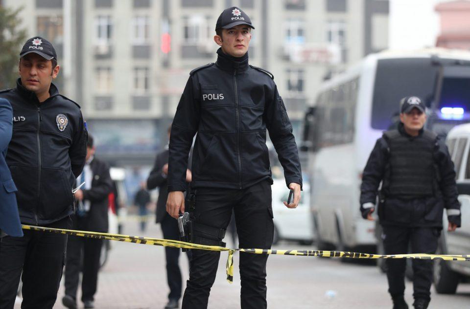 Турските власти издадоа налози за апсење на 26 војници осомничени за поврзаност со ФЕТО