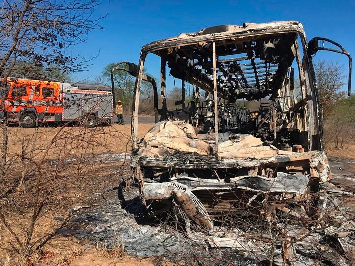 Изгоре патнички автобус во Зимбабве, загинаа над 40 лица