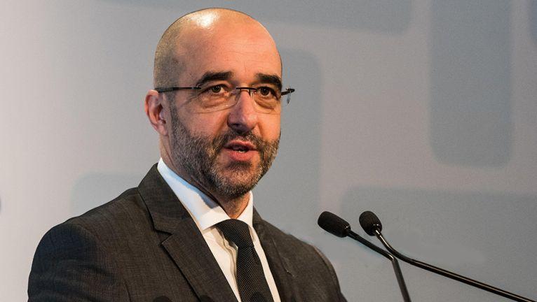 ФОТО: Државниот секретар за јавна дипломатија му ги објасни на Хан причините зошто Груевски добил азил