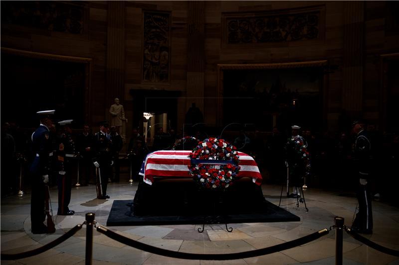 Трамп е прв претседател по 50 години кој нема да има говор на погреб на претседател