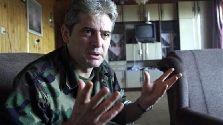 Али Ахмети во униформа на УЧК со честитки за косовската војска (ФОТО)