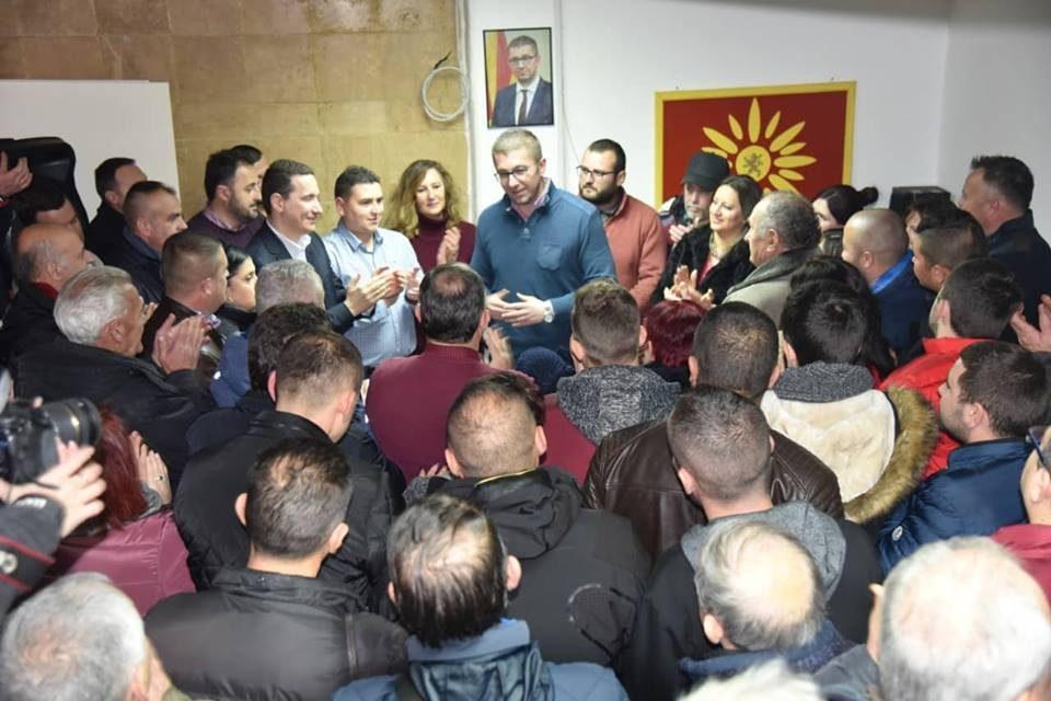 Мицкоски на средба со граѓани во Крушево: Алармантна е ситуацијата, ја губиме државата- Заев бега од дебата затоа што е свесен за својата неспособност и неработа