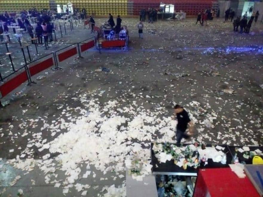 Фото: Искршени тоалети, заборавени хулахопки по концертот на Аца Лукас во Скопје