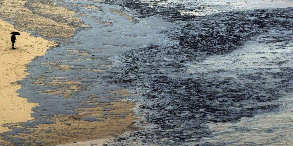Казна од 1,5 милијарди евра за најголемото излевање нафта во историјата на Шпанија