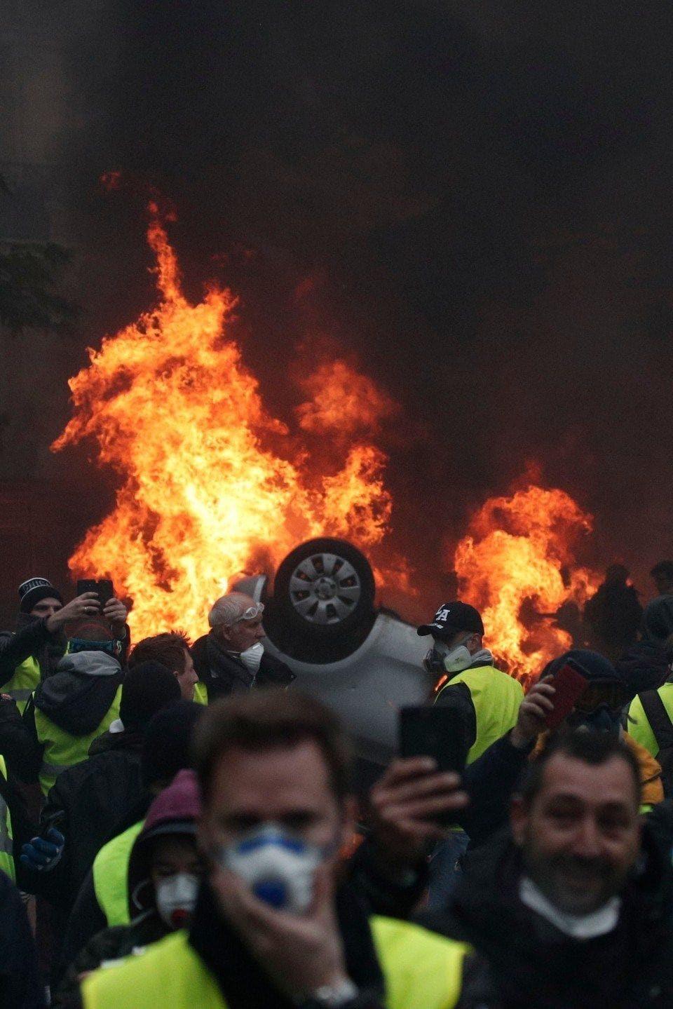 Продолжуваат протестите на средношколците во Франција