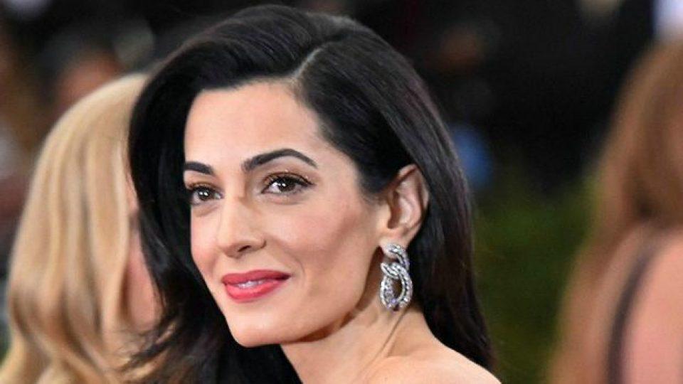 Се појави стара фотографија од Амал Клуни – еве како изгледала во минатото (ФОТО)