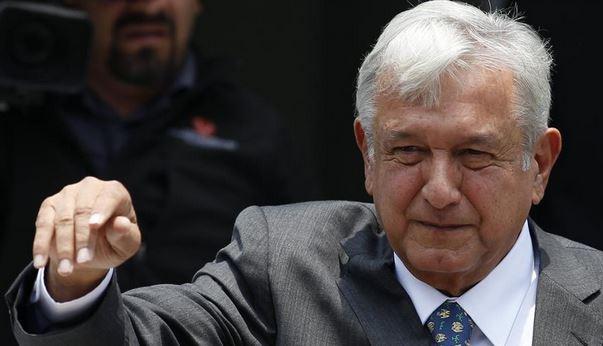 Претседателот на Мексико си ја намали платата за една третина